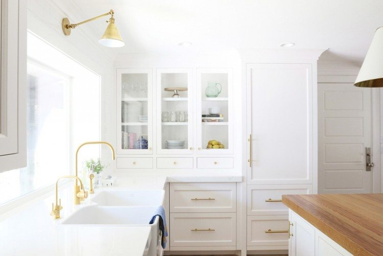 white-kitchen-brass