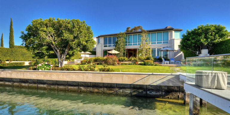 Home of the Week: Coveted Harbor Island Enclave