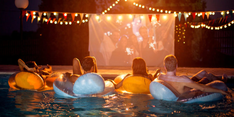 5 Ideas for an Awesome Outdoor Movie Night